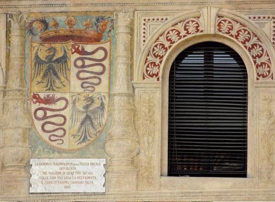 Lo stemma sforzesco negli affreschi di Piazza Ducale a Vigevano
